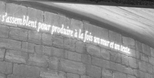 « …produire à la fois un mur et un texte », Joseph Kosuth, 'ni apparence ni illusion'. Cliché Florian Kleinefenn (détail) © musée du Louvre